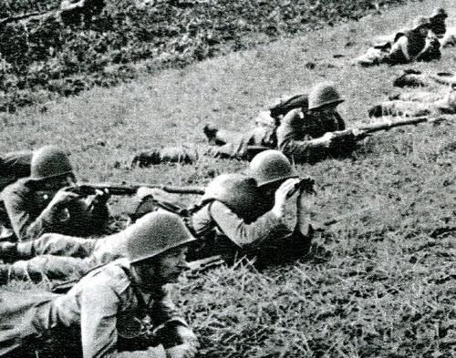 Polish infantry in defnsive positions.
