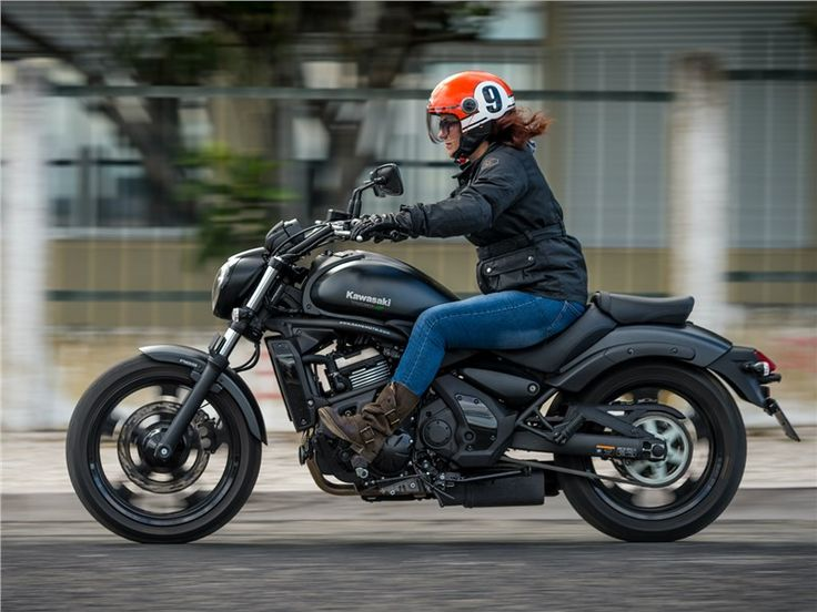 A Kawasaki criou com a Vulcan uma moto simultâneamente: urbana, exclusiva, fácil de conduzir e acessível a condutores de baixa estatura. Mas convence como cruiser?