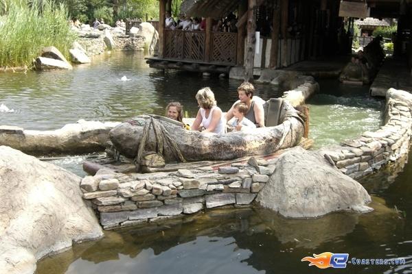 3/10 | Photo de l'attraction Menhir Express située au @ParcAsterix (France). Plus d'information sur notre site www.e-coasters.com !! Tous les meilleurs Parcs d'Attractions sur un seul site web !!