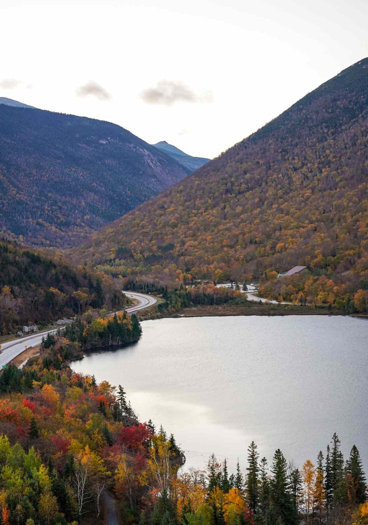 Beautiful Places To Visit, Places To See, New England Foliage, New England States, Places Around The World, Dream Vacations, Things To Do, River, Fall