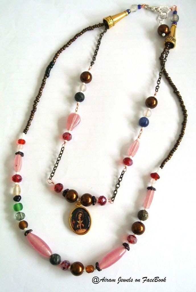 Collar de 2 vueltas, piedras, cristales y medallita de la Virgen de La Altagracia