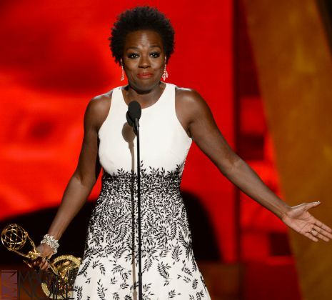 """After one put """"white goo"""" in her fro while on set, Viola Davis opened up about Hollywood hairstylists who don't…"""