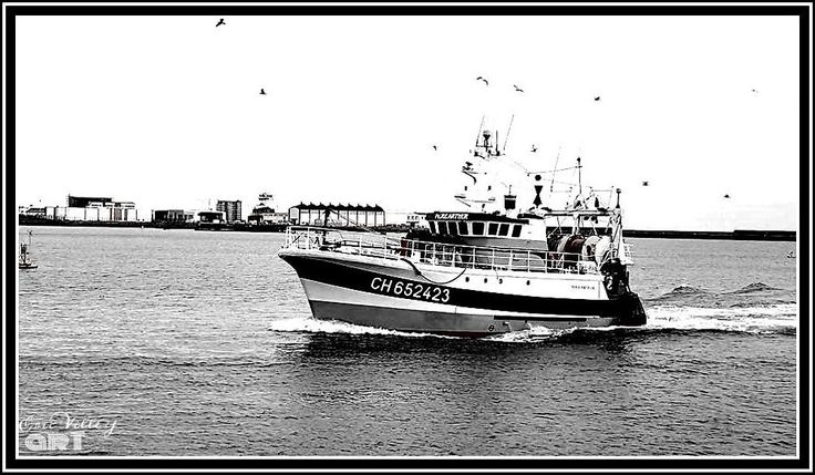 fisching boat in black and white by ERIC VILLEY-et-Carine...ARTISTE PHOTOGRAPHE