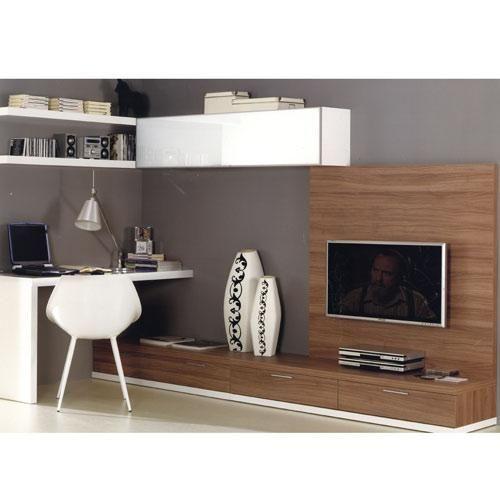 Mesa escritorio en el salón, combinando blanco y madera oscura