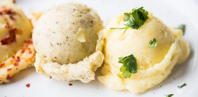 Jak zrobić idealnie gładkie purée ziemniaczane, alew100% roślinnej wersji? Czymzastąpić tradycyjne masło imleko? Tobardzo proste, co pokażę wtym wpisie podrzucając przy okazji kilka inspiracji naniebanalne purée. Zawsze kiedy wrzucam naInstagram klasyczny wegański obiad, którynie ustępuje… Read More