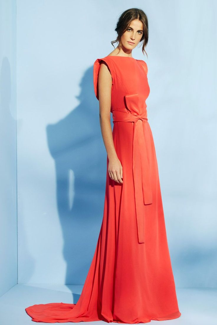 vestido largo coral con escote en la espalda y lazada en la cintura para boda evento fiesta de nubbe en apparentia