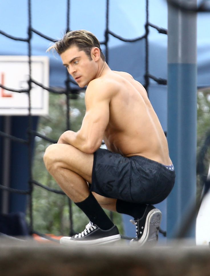 You'll Definitely Need CPR After Seeing These Shirtless Zac Efron Photos
