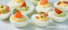 het basisrecept voor gevulde eieren met 3 variaties: met zalm, pesto en bacon
