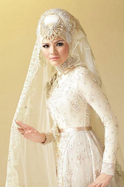 Itulah beberapa gambar model gaun kebaya pengantin muslim yang saat ini sedang trend. Meskipun harganya yang cukup mahal namun akan sebanding dengan kualitas yang ditawarkan.