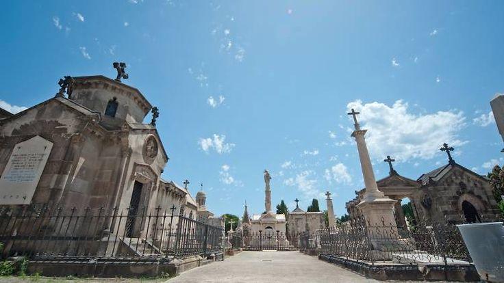 Los cementerios de Barcelona esconden joyas escultóricas y anécdotas históricas que merecen una visita
