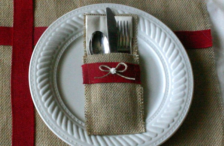 Holiday silverware wraps, Burlap silverware holders, country Christmas, shabby chic table decor. $21.00, via Etsy.
