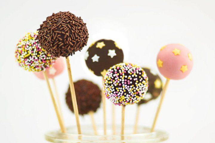 Chokladbollens dag! Gör egna chokladbollsklubbor