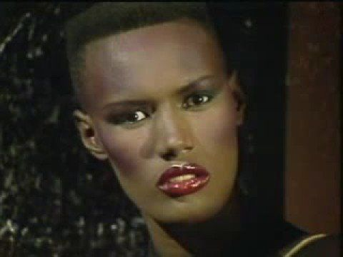 Grace Jones - I´ve seen that Face before 1981.Perfect song for Halloween!!