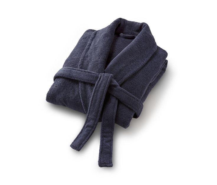 44,95 € Bademantel aus hautsympathischer Bio-Baumwolle  Ein angenehm weiches Gefühl auf der Haut, hohe Saugkraft und die erfrischende Leichtigkeit reiner Bio-Baumwolle sind die Verwöhn-Eigenschaften dieses Bademantels.