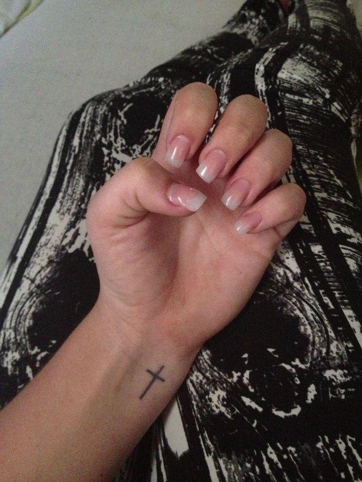 _ Akryl negle i naturlig look, lavet på mig!