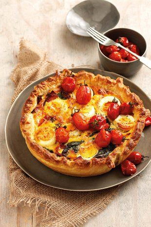 Hardgekookte-eier-en-spektert | Hard-boiled egg and bacon tart #yum #quiche #entertain