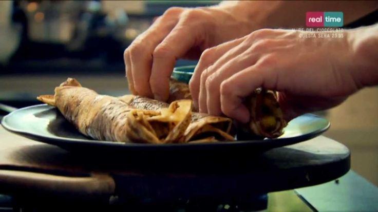 Cucina con Ramsay # 75:  Pancake Speziati Un piatto della tradizione indiana, mangiato per colazione. A noi sembra strano avere per colazione un cibo piccante e speziato, ma provateci e ne sarete dipendenti. E' una ottima ricetta per un brunch domenicale. INGREDIENTI 1-2 cucchiaini di semi di cumino Olio di oliva per friggere 1/2 - 1 pep...