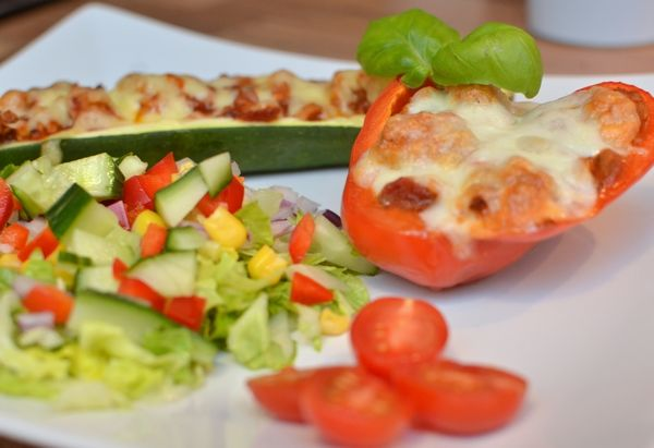 Fylt squash og paprika - Marmorerte proteinpannekaker (Bakekona)