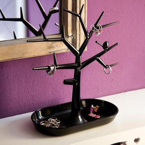 """""""Trinket Tree"""" ofrece una forma muy entretenida de organizar tus llaves, anillos y aros. Disponible en: negro, verde limón, rosado y blanco. $14,900"""