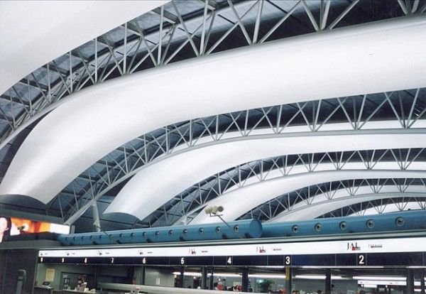 Iconic Legends: The 10 Greatest Modern Architects of Our Time Renzo Piano's Kansai International Airport