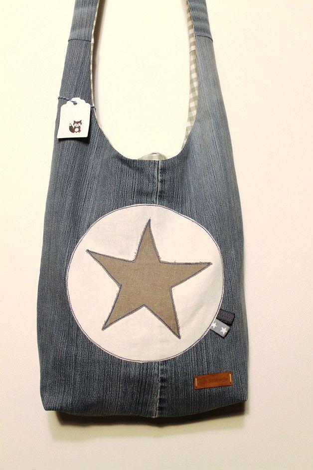 Ich war einmal...eine Jeans!  Große, lässige Schultertasche, in die alles passt, was frau so braucht.  Aus einer ehemaligen Jeanshose, grauem Leinenstoff und einem grau-karierten (Innen -)Stoff...