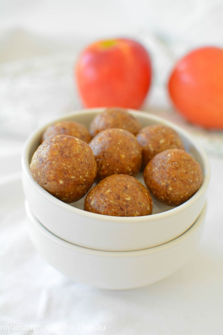 Apple cinnamon bliss balls. A delicious nut free snack that is school lunch box approved.