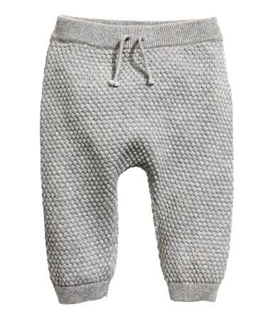 Gray melange. BABY EXCLUSIVE/CONSCIOUS. Moss-stitch knit pants in soft, organic cotton. Elasticized waistband with decorative tie. Ribbed hems.