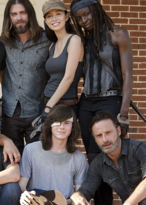 The Cast of The Walking Dead behind the scenes of Season 7 Episode 8 | Hearts Still Beating