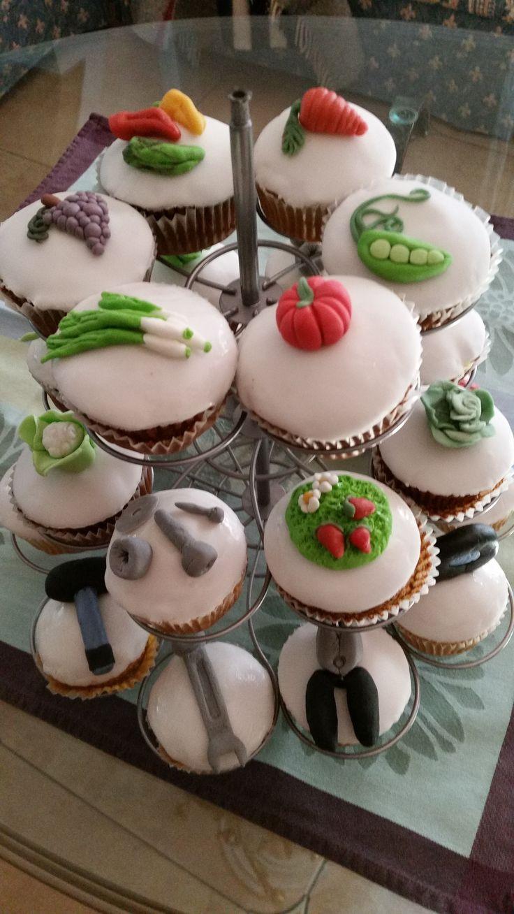Cupcakes d'artista.  Orto e attrezzi da lavoro... per un uomo appassionato di ortaggi e fai da te. Bellissimi. E buonissimiiii  Cupckes: gardening and bricolage. Italian style