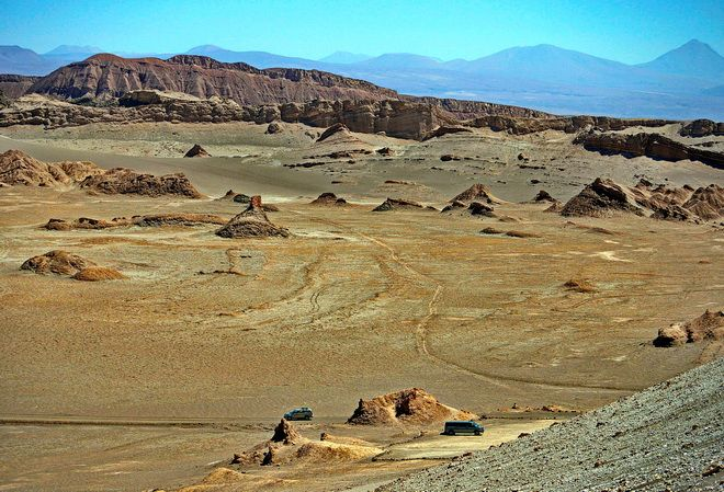 The car is dwarfed by the landscape - Atacama Desert