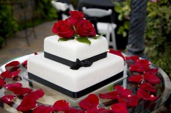 31 Beautiful Red Black And White Wedding Cakes   Wedding Cakes ...