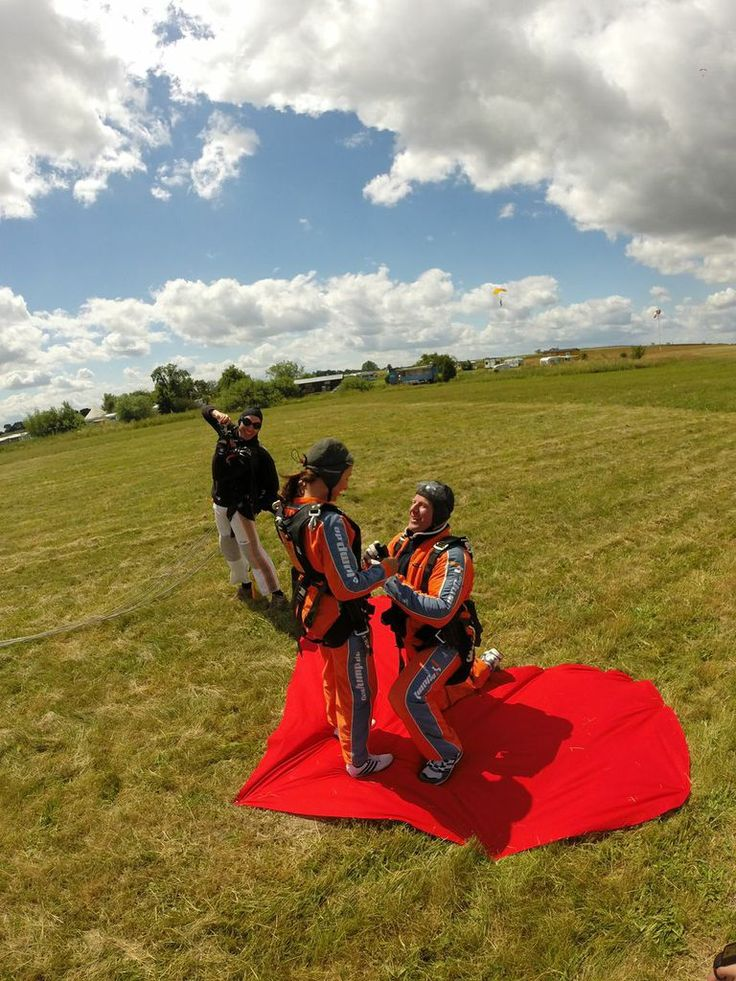 Carsten proposes to Sylvia in style! #marriage #proposal #wedding #skydiving   http://www.gojump.de/en.html