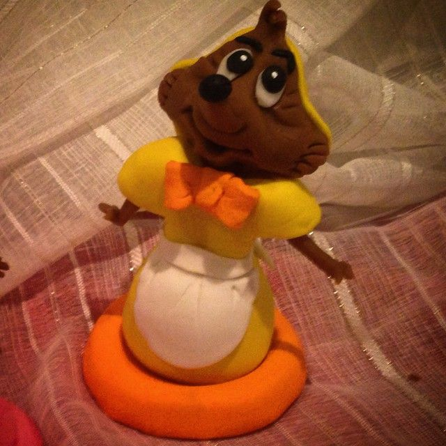 """I've made Suzp  from Disney cinderella. made of sugarpaste #disney #disigncake #disneyside #disneyart #disneyfan #disneylove #reneeskarsfjord"""