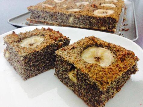 Rychly makovo-bananovy kolac   Tento makový koláč môže byť pre vásďalšouinšpiráciou na zdravé raňajky alebo cheat day dezert ako odmena po odmakanom týždni. Určite nímvo svojej diéte nič nepokazíte, neobsahuje žiadny cukor, je prirodzene bezlepkový a použité nie sú ani žiadne mliečne výrobky, takže si ho môžu dopriať aj ľudia s intoleranciou na laktózu. Dobrú chuť!