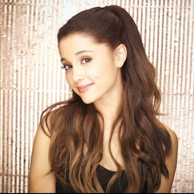 Can u believe Ariana grande has make up on??!! I love it's so natural and beautiful!!❤️❤️❤️
