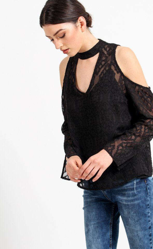 Elegantly designed with the burnout detailing, you'll love this subtle pattern. Featuring the on trend cold shoulder detail, a wardrobe must have.