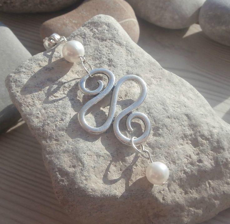 Collier-pendentif composé de perles d'eau douce sur breloque centrale spiralée : Pendentif par lapassiondisabelle
