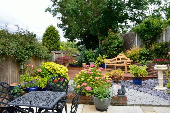 Gardening Tips On How To Distribute Light And Shade In The Garden Distribute Garden Gardening Light Shade Garden Design Gardening Tips Garden