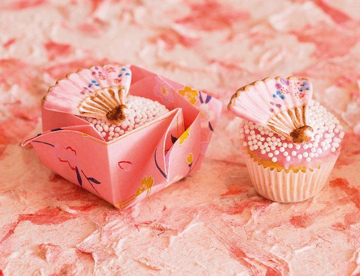 Mini cupcakes in oosterse stijl: lees meer op http://mjamtaart.com/dezeuitgave/37/mini-cupcakes-in-oosterse-stijl/