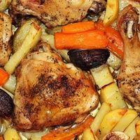 Tepsis csirkecomb vele sült zöldségkörettel, avagy tegyél mindent egyszerre a tepsibe és süsd meg!