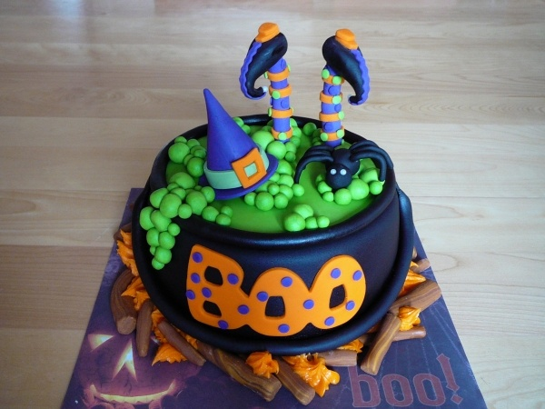 Witch cauldron cake: