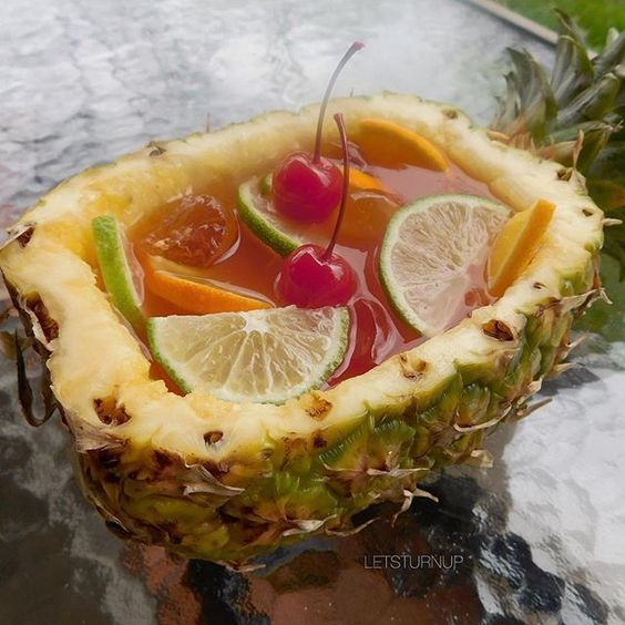 Hawaiian Roofie Bowl ▃▃▃▃▃▃▃▃▃▃▃▃▃▃▃▃▃▃ 1 1/2 oz. Everclear 1/2 oz. Triple Sec 1/2 oz. Peach Schnapps 1/2 oz. Coconut Rum 3 oz. Pineapple Juice 2 oz. Lemonade 1/2 oz. Grenadine 1/2 oz. Lime Juice Lime Slices Orange Slices Cherries #tipsybartender #martini #tequila #patron #smirnoff #drinkporn #booze #bartender #bacardi #malibu #mixology #mixologist #margarita #letsturnup #liquor #ciroc #cocktail #alcohol #vodka #turnup #cocktails #whiskey #greygoose
