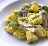 Mantar Soslu Tortellini (İtalyan mutfağı ) Tarifi -Mantar Soslu Tortellini (İtalyan mutfağı ) yapılışı için gereken malzemeler ve yapılışı Yemek tarifleri -tr.com'da