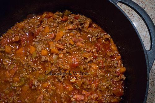Een klassieker onder de Italiaanse pastasauzen is de ragù Bolognese afkomstig uit de stad Bologna. Traditioneel wordt deze saus met tagliatelle geserveerd, maar kan ook gebruikt worden voor de lasa…