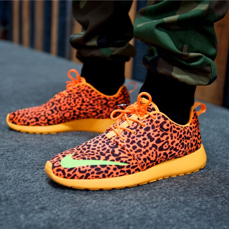 sports shoes ef2a3 d1922 Nike Roshe Run Leopard Volt Yellow