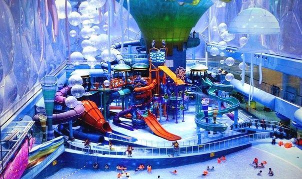 В Пекине находится самый большой парк водных аттракционов в Азии - Water Cube. Он расположен на территории одноименного водного стадиона, построенного к Олимпийским играм 2008 года. Здесь можно найти 13 захватывающих водных аттракционов и огромный бассейн с искусственными волнами, а также spa-центр. Аквапарк открыт ежедневно с 10.00 до 21.30 (продажа билетов прекращается в 20.30). Стоимость посещения - 200 юаней ($29,5) для взрослых и 160 юаней ($23,5) для детей ростом от 120 до 140 см…