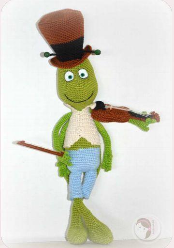 Patrón gratis amigurumi de Pepito Grillo con violín