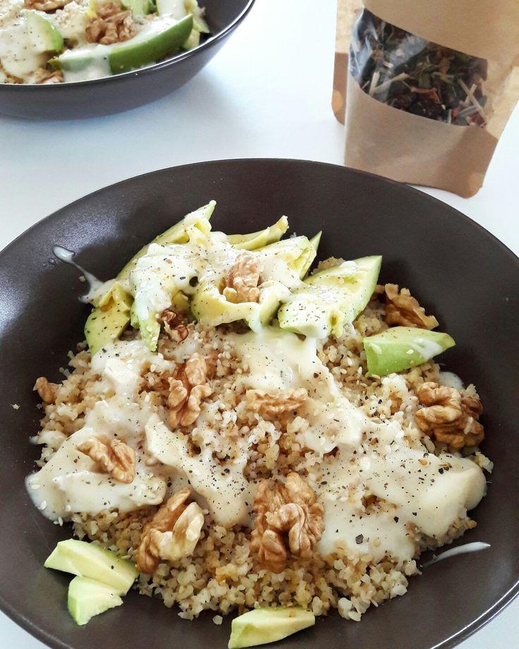 Salade saine: 🌿  -Quinoa  -Sauce au chèvre -Avocat  -Noix  -Poivre, Sésame.      +Fittea