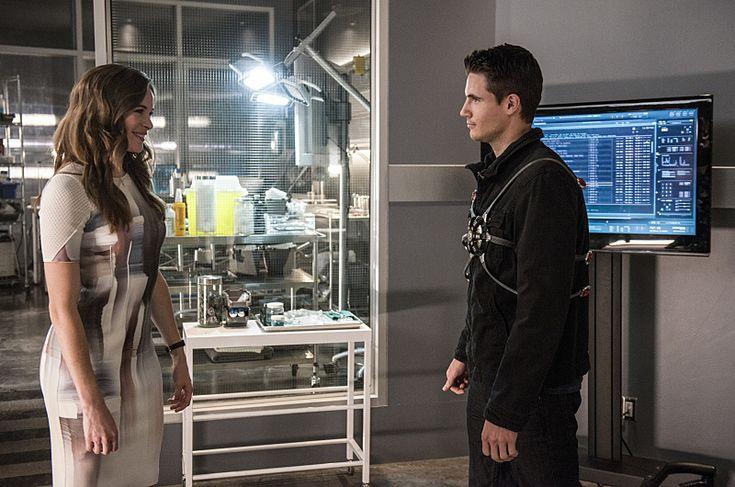 Pour son retour sur nos petits écrans, l'ami Barry Allen s'offre une série d'images particulièrement fournie, puisque nous découvrons pas moins de trente clichés pour le première épisode de cette deuxième saison, à venir sur ....