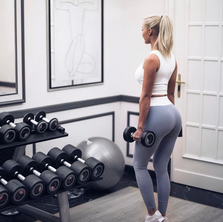 @alexandrabring in the Grey High Waist Tights & White Cropped top